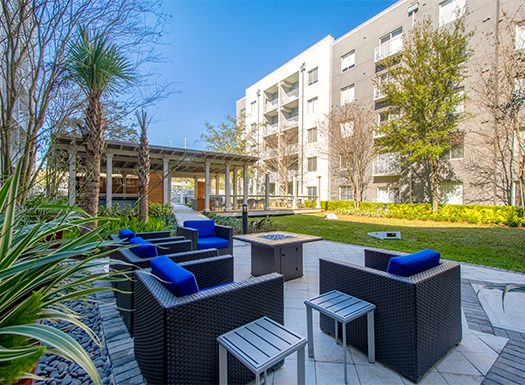Bell Channelside apartments courtyard with seating
